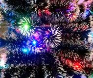 Malla del Año Nuevo con las luces de neón en un primer del árbol de navidad Imágenes de archivo libres de regalías