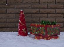 Malla del día de fiesta del ` s del Año Nuevo en la nieve Fotografía de archivo libre de regalías