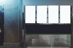 Mallar av vertikala LCD-tvskärmar i en korridor Royaltyfria Bilder