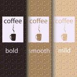 Mallar för bort kaffe för vektortagande förpackande och designbeståndsdelar för coffee shop - pappkoppar med emblem och logoer Royaltyfri Foto