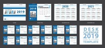 Mallen 2019, uppsättningen för skrivbordkalendern av 12 månader, Calendar 2020-2021 konstverk, stadsplaneraren, veckastarter på s stock illustrationer