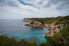Mallorca, Hiszpania; Marzec 17, 2018: widoki paradisiacal zatoczki obrazy stock