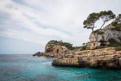 Mallorca, Hiszpania; Marzec 17, 2018: widoki paradisiacal zatoczki obraz stock