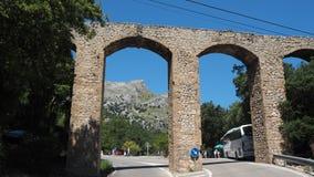 Mallorca, Hiszpania Panoramiczny i turystyczny drogowy prowadzi? port Sa Calobra ?ukowata struktura akwedukt obrazy royalty free