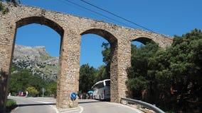 Mallorca, Hiszpania Panoramiczny i turystyczny drogowy prowadzi? port Sa Calobra ?ukowata struktura akwedukt fotografia royalty free