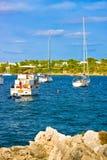 MALLORCA, SPANIEN - AUGUST, 18: Luxusyachten in Calo de Sa Torre, Mallorca, Spanien am 18. August 2014 Es ` s populärer Erholungs Lizenzfreies Stockbild