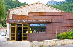 MALLORCA, SPANJE - 22 AUGUSTUS: Postca s'Amitger dichtbij, Lluc, Majorca-eiland op August22, 2014 Santuario DE lluc Monastery, pr Stock Afbeeldingen