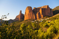 Mallos de Riglos i Huesca Aragon, Spanien Royaltyfria Bilder