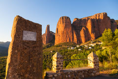 Mallos de Riglos Memorial纪念碑,韦斯卡省,西班牙 免版税库存图片