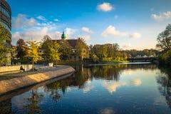 Malmo - 22-ое октября 2017: Каналы в историческом центре Malmo стоковая фотография