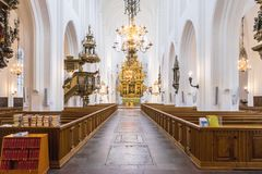 MALMO, SVEZIA - 23 OTTOBRE 2016: Interno di una chiesa romano-cattolica a Malmo, Svezia Immagine Stock Libera da Diritti