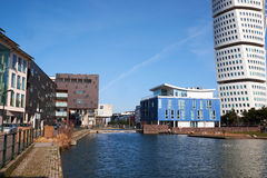 MALMO, SWEDEN - MARTS 28, 2014: Apartment buildings surrounding. The canal in West Harbour area in Malmö Sweden Royalty Free Stock Image