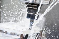 Malningmetalworkingprocess Industriell CNC-metall som bearbetar med maskin vid lodlinje, maler royaltyfri bild