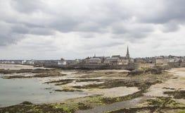 岸的看法从圣徒malo的 图库摄影