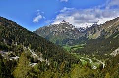 从Malojapass的瑞士阿尔卑斯看法 库存照片