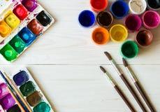 Malować set: muśnięcia, farby, akwarela, akrylowa farba na wh Obraz Stock