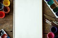 Malować set: tapetuje, muśnięcia, farby, akwarela, akrylowa farba Obrazy Royalty Free