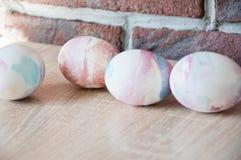 malowane jajka DIY i handmade Wiosna wakacje przygotowanie wielkanoc szczęśliwy Naturalny barwidło Jajeczny polowanie Tradycyjny  obrazy royalty free