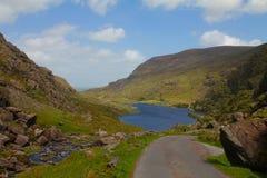 Malownicza dolina i jezioro, Gap Dunloe, Irlandia Obrazy Stock