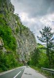 Malownicza droga przechodzi przez jarów i gór Fotografia Stock