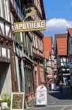 Malownicza mała wąska średniowieczna ulica która zostawał w oryginalnym stanie blisko do rynku, obrazy royalty free