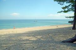 Malownicza piaskowata plaża Zachodni wybrzeże Jeziorny Baikal Zdjęcia Royalty Free