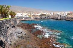 Malownicza plaża i powulkaniczne skały w Alcala na Tenerife Zdjęcia Stock