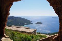 Formentor, Majorca, morze przez łuku Zdjęcia Stock