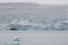 Malownicze góry lodowa różne formy w Arktycznym Zdjęcia Stock