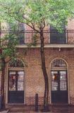 Malownicze ulicy i intymni domy w dzielnicie francuskiej Nowy Orlean, Luizjana, usa fotografia stock