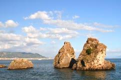 Malowniczego lata skalista plaża w vietri sul klaczu, Włochy Obraz Royalty Free