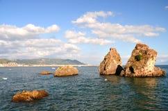 Malowniczego lata skalista plaża w vietri sul klaczu, Włochy Zdjęcia Royalty Free