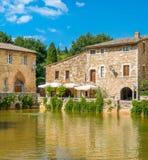 Malowniczy Bagno Vignoni blisko San Quirico d, «Orcia, w prowincji Siena włochy Toskanii zdjęcie royalty free