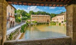 Malowniczy Bagno Vignoni blisko San Quirico d, «Orcia, w prowincji Siena włochy Toskanii zdjęcia royalty free