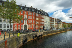 Malowniczy brzeg kanały w mieście Kopenhaga, Dani Obraz Stock