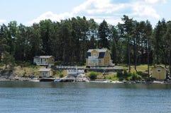 Malowniczy dom na wyspie blisko Sztokholm troszkę Fotografia Stock
