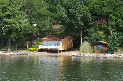 Malowniczy dom na wyspie blisko Sztokholm troszkę Obrazy Stock