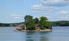 malowniczy dom na wyspie blisko Sztokholm troszkę Zdjęcia Stock