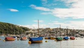 Malowniczy Fowey schronienie z cumować łodziami obraz royalty free
