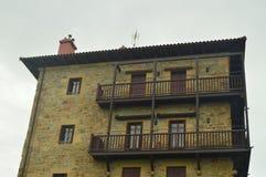 Malowniczy I Typowy budynek W Warownym miasteczku Getaria Architektura wieków średnich podróż Obraz Royalty Free