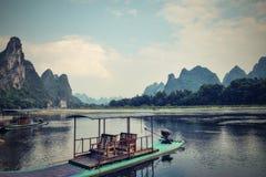 Malowniczy krasu krajobraz z Li rzeką, Yangshuo okręg administracyjny, Guangxi region autonomiczny, Chiny Fotografia Stock