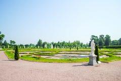 Malowniczy kwiatów łóżka w Oranienbaum Lomonosov Fotografia Royalty Free