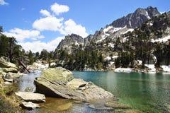Malowniczy natura krajobraz z jeziorem Zdjęcie Royalty Free
