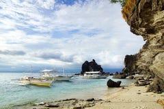 Bangka przy wyspą, Filipiny Zdjęcia Stock