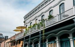 Malowniczy starzy dwory dzielnica francuska w Nowy Orlean Bourbon ulica obrazy stock