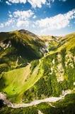Malowniczy widok Caucasia rzeka i góry Zdjęcia Royalty Free