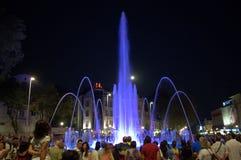 Malowniczy wysoki błękit iluminująca fontanna Obrazy Royalty Free
