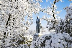 Malowniczy zima krajobraz na monaster wyspie, zakrywającej z śniegiem i hoarfrost w Dnipro mieście Zdjęcia Stock