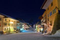 Malowniczy zimy nocy widok średniowieczny miasteczko Gruyeres Zdjęcia Stock