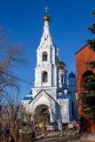 Maloyaroslavets, Rusland - April 2018: Mening van de Kathedraal van de Veronderstelling van Heilig Virgin in Maloyaroslavets stock foto
